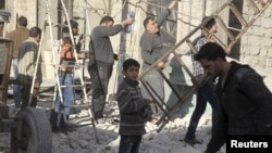 Ілюстрацыйнае фота. У ваколіцах Алепа, пасьля авіяўдару 18 лютага 2016 году