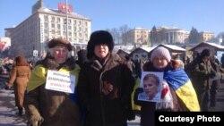 Қоғамдық белсенді Жанболат Мамай (ортада). Киев, 2 ақпан, 2014 жыл