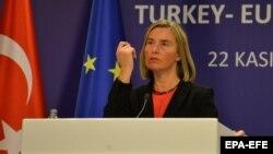 Shefja e politikës së Jashtme të BE-së, Federica Mogherini, gjatë konferencës për media në Ankara
