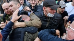 Митингующие у здания Генпрокуратуры Украины требовали отставки подписавших экстрадиционные документы по делу ингуша Тумгоева. 17 сентября 2018 года