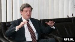 Ни о какой коммерческой подоплеке не может идти речи, утверждает Явлинский