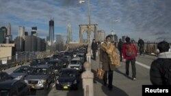 Бруклинский мост в Нью-Йорке.