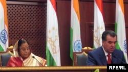 Indian President Pratbha Patil (left) and her Tajik counterpart, Emomali Rahmon