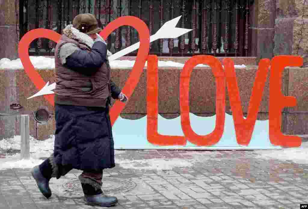 Дзень Сьвятога Валентына ў Кіеве. (AFP/Serhey Supinsky)