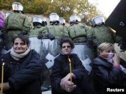 Srbi i Kfor u Zubinom potoku, oktobar 2011.