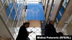 Zijad Bećirović: Uticaj Rusije ili Turske ne može donijeti toliko dobra kao članstvo u EU (na fotografiji: zastava Evropske unije u zgradi Delegacije EU u Sarajevu)
