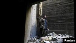 بر اساس توافقهای اولیه با حمایت روسیه، هزاران تن از مردم از دوما خارج شده بودند، اما مذاکرات و در نتیجه خروج از شهر اندکی بعد متوقف شد