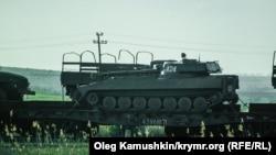 Российская военная техника направляется в Керчь, 19 апреля 2014 года.