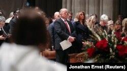 در این سفر ملانیا ترمپ بانوی نخست امریکا هم رئیس جمهور ترمپ را همراهی میکرد.
