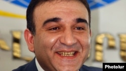 Armenia - Armen Avetisian, head of the national customs service, at a news conference in Yerevan, 20 April 2004.