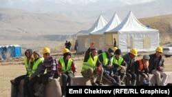 Рабочие на строительной площадке Верхненарынского каскада ГЭС. 16 октября 2014 года.