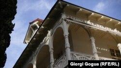 მწერალთა სახლის შენობა, მაჩაბლის #13