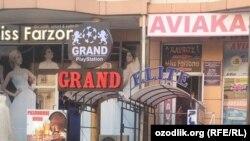 Караоке-заведения,игровые компьютерныеклубы и кафе-кальянные на улице «Сайилгох» в городе Фергане.