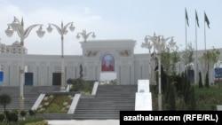 Парк имени президента Гурбангулы Бердымухамедова. Ашхабад