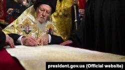 5 января 2019 года патриарх Варфоломей подписал томос об автокефалии для Православной церкви Украины