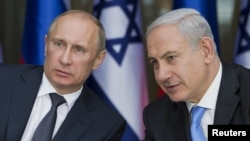 Israeli Prime Minister Benjamin Netanyahu (right) and Russian President Vladimir Putin (file photo)