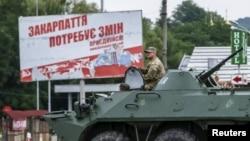Представники МВС України на місці стрілянини біля Мукачева, 13 липня 2015 року