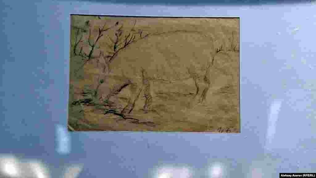 Рисунок «Борька» единственной женщины-художника на выставке – Ирины Борхман (1902–1995). Арестована в сентябре1941 года и в начале 1942 года приговорена по обвинению в шпионаже к десяти годам исправительно-трудовых лагерей и пожизненной ссылке. Срок отбывала в Карлаге на лагпунктах Долинка, Просторное. После освобождения в 1956 году вернулась в Москву. Одна из ее работ, представленных на выставке, сделана в те годы (40-е годы), когда краски было достать очень трудно, поэтому выполнен свиной кровью.