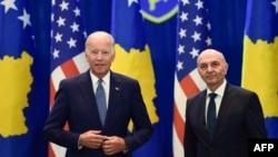 Байден и премьер-министр Косова Иса Мустафа.
