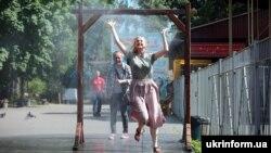 Зокрема, 22 і 23 червня в Києві ознаменувалися трьома температурними рекордами