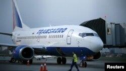 Pamje e një aeroplani të udhëtarëve në aeroportin e Kievit