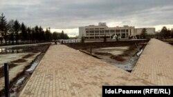 Площадь Азатлык на реконструкции