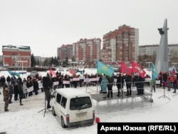 Митинг в поддержку полковника, обвиняемого в обрушении казармы