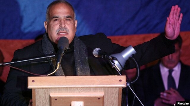 Armenia - Opposition leader Raffi Hovannisian addresses an anti-government rally in Yerevan, 10Oct2014.