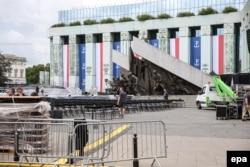 Приготовления к выступлению президента США на площади Красиньских в Варшаве