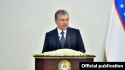 Өзбекстан президенті Шавкат Мирзияев коронавируске байланысты халыққа үндеу жасап тұр. 18 наурыз 2020 жыл.