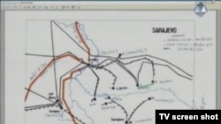 Karta Sarajeva s linijama fronta prikazana u sudnici