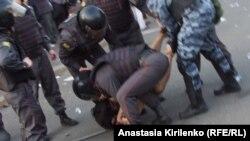 Акции протеста, по мнению экспертов, перестают быть мирными