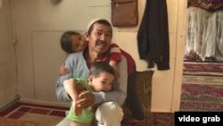 Казах из Афганистана Имам Али Турап с детьми. Алматинская область, 5 июня 2020 года