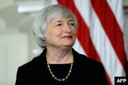 В октябре новой главой ФРС была назначена 67-летняя Дженет Йеллен, заявившая, что пока она намерена продолжать масштабные вливания в американскую экономику