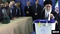 Хаменеи гласа во Техеран. 02.03.2012