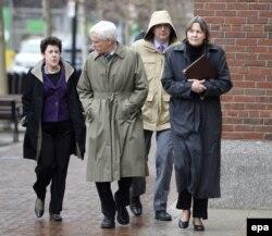 Адвокаты Джохара Царнаева в перерыве между судебными слушаниями