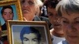 Porodice sa fotografijama nestalih u ratu u Hrvatskoj