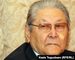 Бывший лидер оппозиционной Коммунистической партии Казахстана Серикболсын Абдильдин. Алматы, 21 ноября 2011 года.