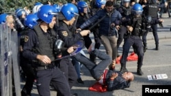 Թուրքական իրավապահները ցրում են հավաքը Անկարայում: 10-ը հոկտեմբերի, 2016 թ․