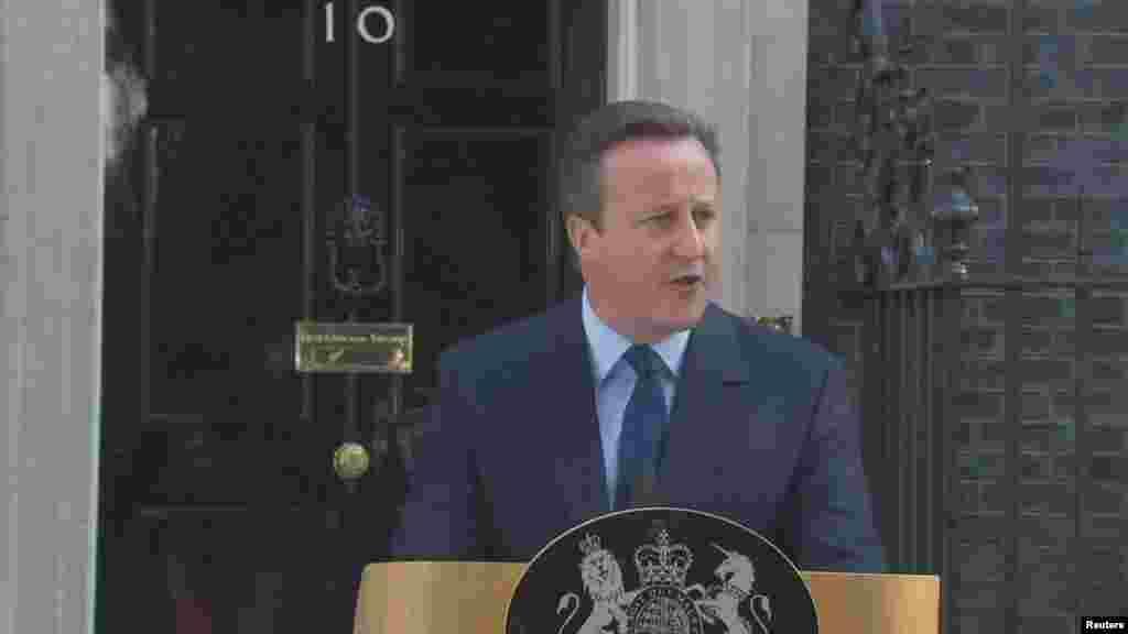 Премьер-министр Великобритании Дэвид Кэмерон заявил, что к октябрю уйдет в отставку в связи с результатами референдума о членстве страны в Евросоюзе, отметив, что стране нужны новые лидеры.