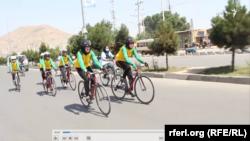 زهرا: بایسکل سواری زنان نزد مردم کار خوب نیست.