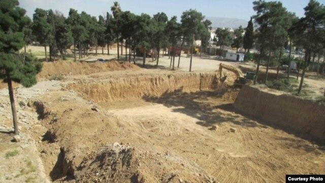 عکسی از مراحل اولیه تخریب این گورستان که جامعه بهائیان آن را منتشر کرده بود