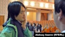 Музыкант из Ташкента Артем Ким – один из разработчиков и воплотителей программы «Играя вместе». Алматы, 6 октября 2016 года.