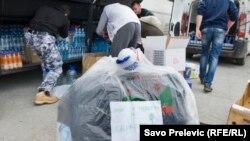 Prikupljanje pomoći za građane Srbije, Podgorica, foto: Savo Prelević