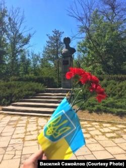 Покладання квітів на День Незалежності України в Саках, 24 серпня 2020 року