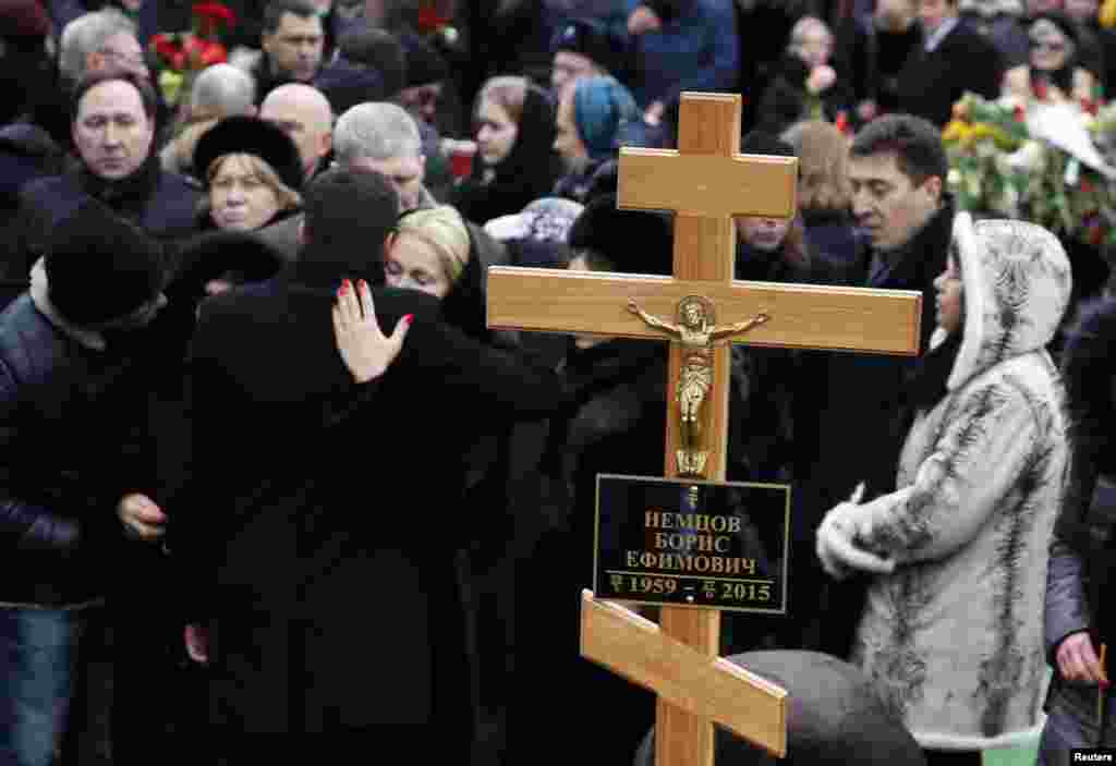 Mourners gather near Nemtsov's grave.