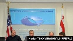 Глава грузинского отделения USAID Стивен Хайкин на церемонии подписания меморандума заявил, что подписи под этим документом – еще один шаг к улучшению работы ведомства, выдающего лицензии на вещание грузинских СМИ и обеспечивающего равные условия для всех