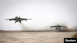 Истребители Су-25 во время учений в Ставропольском крае