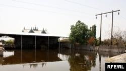Затопленный дом в Сабирабадском районе, июнь 2010