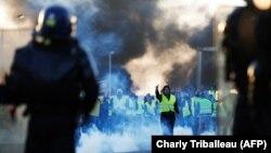 Мітынг супраць падвышэньня падаткаў на бэнзін і дызэль у горадзе Кан на поўначы Францыі, 18 лістапада 2018